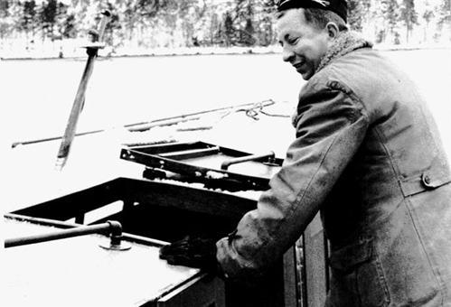 Tor-Erik Eriksson 1968 ombord på sin taxibåt Putte